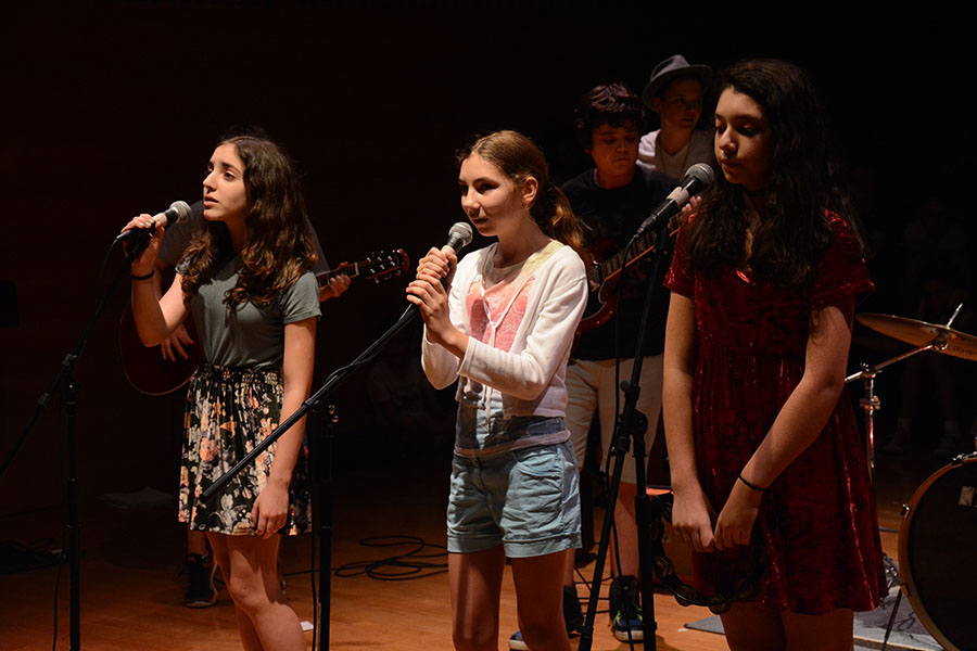 Students sing for show