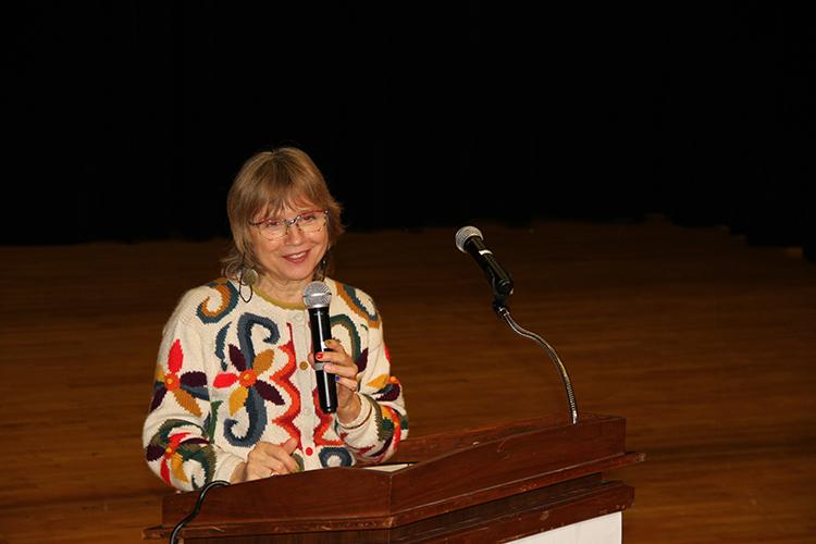 Language Series Coordinator, Dr. Luisa L. Costa, welcoming everyone